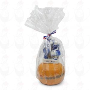 Gift Edam Cheese - Kissing Couple