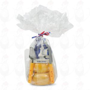 Cheese Gift Tower - Kissing Couple